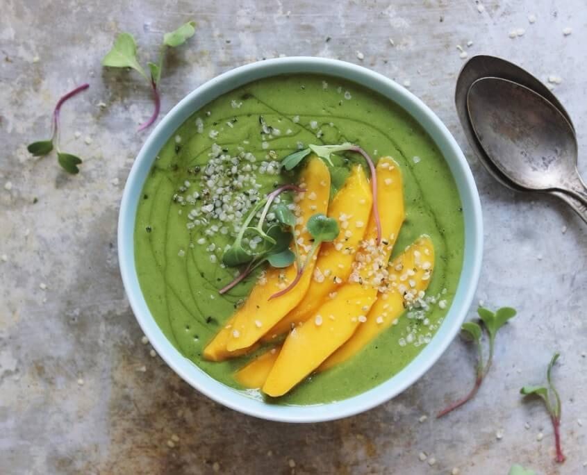 green-smoothie-bowl-1