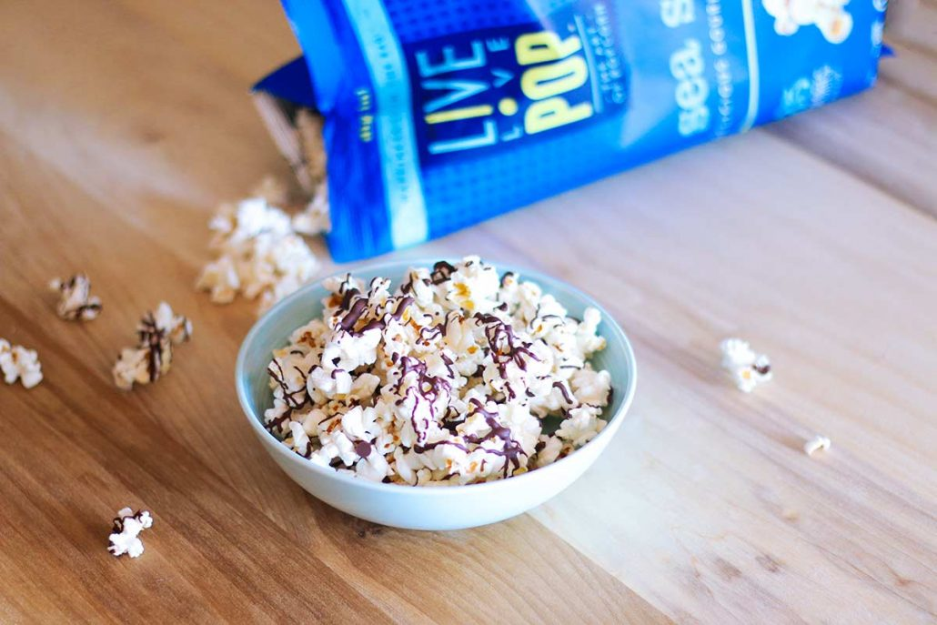 popcorn-drizzled-in-chocolate